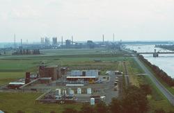 Luchtfoto van Broomchemie aan de Frankrijkweg te Terneuzen.