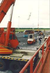 Overslag van fruitsappen in de Bijleveldhaven.