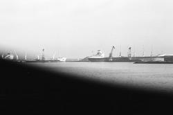 Het lossen van een zeeschip met drijvende kranen van Ovet in de...