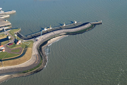 Luchtfoto steiger voor de sluis naar de Binnenhavens te Vlissingen.