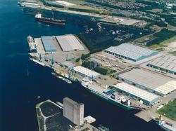 Luchtfoto Zevenaarhaven en Massagoedhaven.