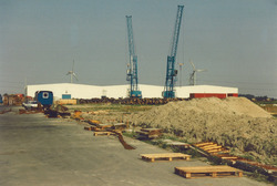 Loodsen en kranen bij de Bijleveldhaven.