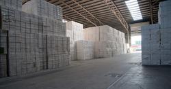 Opslag papier in een loods bij Verbrugge Terminals
