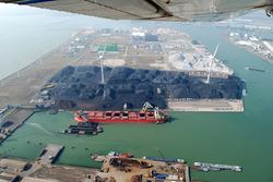 Luchtfoto bouwwerkzaamheden nieuwe kade B in de Kaloothaven. Een...