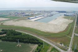 Luchtfoto verlengde Scaldiahaven met bouwrijp gemaakte terreinen...