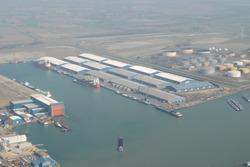 Luchtfoto van de Scaldiahaven met scheepswerf De Donge en de nieuw...