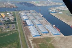 Terminal van Verbrugge Scaldia aan de Scaldiahaven te Vlissingen-Oost.
