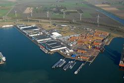 Wachtsteigers Bijleveldhaven met achterliggende bedrijfsterreinen.