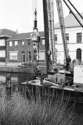 Slaan van palen in Zijkanaal H, Oostkade te Sas van Gent.