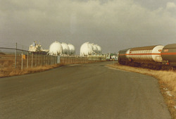 Opslagbollen van Eurogas Terminals C.V. aan de Quarleshaven.
