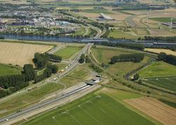 Sluiskiltunnel met openstaande brug. Foto is vanaf het westen richting...
