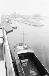 Zijkanaal H te Sas van Gent, vanuit de zuidkant gezien.