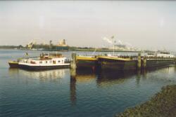 Wachtsteigers voor de binnenvaart in de Van Cittershaven.