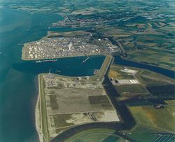Luchtfoto Mosselbanken, Braakmanhaven, Dow Chemical en Logistiek Park.
