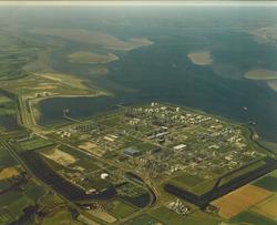 Luchtfoto Dow Chemical en Braakmanhaven