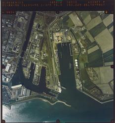 Verticale luchtfoto van de Buitenhaven en Binnenhavens te Vlissingen.