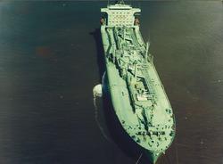 Luchtfoto van een zeeschip op de boeien in de Sloehaven te...