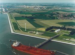 Luchtfoto Total steiger in de Westerschelde.