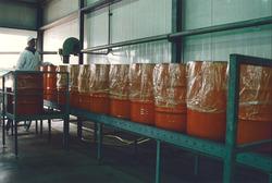 Verwerking van fruitsappen bij Van Bon aan de Bijleveldhaven.