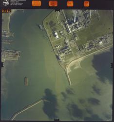 Luchtfoto Vlissingen-Oost, havenmonding.