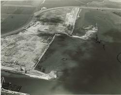 Westelik gedeelte Sloehaven. Linksonder werkhaven met drijvend dok van...
