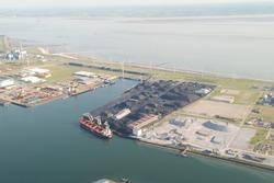 Terminal van Ovet in de Kaloothaven te Vlissingen-Oost.