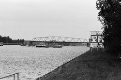 Draaibrug over het kanaal Gent-Terneuzen bij Sluiskil.