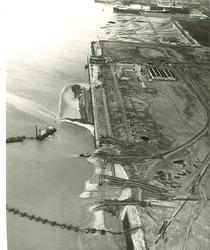 Luchtfoto aanleg openbare kade in de Sloehaven te Vlissingen-Oost.