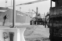 Zeeschip Golar Frost aan het steiger bij Dow Chemical in de...