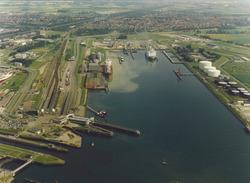 Luchtfoto van de Buitenhaven te Vlissingen.