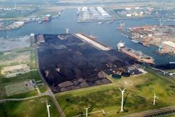 Luchtfoto terminal Ovet in de Kaloothaven te Vlissingen-Oost....