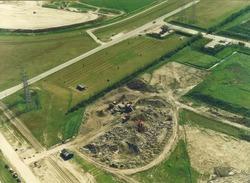 Luchtfoto puinbreekinstallatie van Sagro B.V. aan de Frankrijkweg te...
