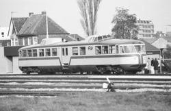 Passagierstrein op het spoor aan de Stationsweg in Terneuzen.