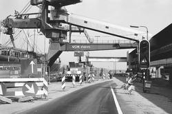 Vernieuwen van de kade bij de Nederlandse Stikstof Maatschappij (NSM)...