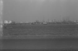 Braakmanhaven met fabriek van Dow Chemical.