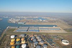Luchtfoto van Verbrugge Scaldiaterminals aan de Scaldiahaven.