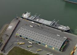 Zeeschip Tenca Arrow van Gearbulk in de Scaldiahaven bij de terminal...