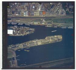 Verticale luchtfoto havengebied Terneuzen. Zijkanaal A en landtong bij...