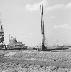 Begin aanleg van de Massagoedhaven.