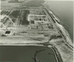 Aanvang bouw chemische fabriek Hoechst Vlissingen N.V.  Op de...