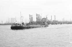 Baggerschip Adelaar in de Braakmanhaven.