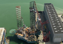 Platform Rowan Viking op de werf bij Scheldepoort.