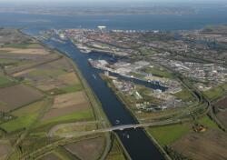 Luchtfoto Kanaalhavens Terneuzen, Zevenaarhaven, Massagoedhaven,...