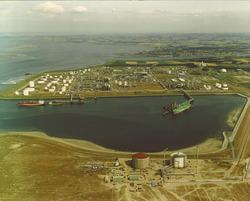 Braakmanhaven, Dow Chemical en Mosselbanken met twee in aanbouw zijnde...