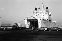 Ro-ro schip aan de ro-ro 1 kade van de Zevenaarhaven.