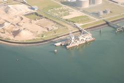 Steiger en terminal van Deme Building Materials te Vlissingen-Oost.