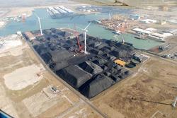 Luchtfoto werkzaamheden bouwen kade B in de Kaloothaven te...