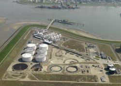 Luchtfoto bouwen nieuwe opslagtanks bij Oiltanking Terneuzen op de...