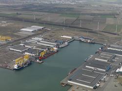 Luchtfoto Bijleveldhaven, waarop ook te zien de opslag onderdelen...