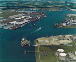 Luchtfoto gedeelte van de Sloehaven, Westhofhaven en Bijleveldhaven te...